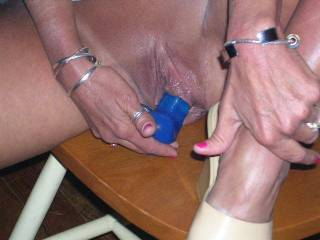 OMG, I like your big and juicy lips... I´v got a better toy for you!!! You like???