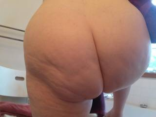 """Your """"full moon"""" ass is wonderful. Lucky HE. Would lick and fuck your wonderful hole deep and long. A big load of cum is included in my offer ;-)"""