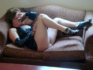 While hubby was overseas He always understood my needs sometimes were a bit more then I could wait for his semi-annual return.  We agreed that if a opportunity came along for safe sex either of us could explore it.  The photos are a result of my 1st date.