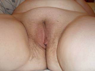 Mmmm, id love to tongue her hot looking pussie. Getting her soaking wet, before i push in my hard throbbing cock balls deep. What a turn on 😍😍😍😘😘
