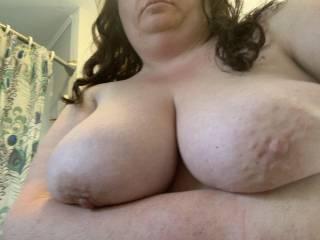 Sexy Sarah's big tits on display!