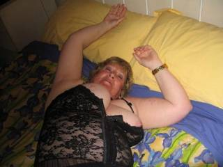Got Aussie BBW Gwen onto the bed and loosened up a bit. She has great nipples. Worth a suck?
