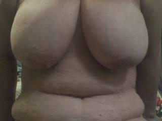 i want to play with and suck on those beautiful tits and then cum all over that sexy belly