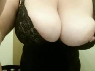 Love to have my cock between those beautiful tits getting a booby round of applause