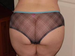 I would love to slip those panties off of you!!