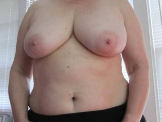 Love that sweet bod and those beautiful tits. Can you say blond brick house? Guys and gals . . .  please give us your nasty thoughts . . .