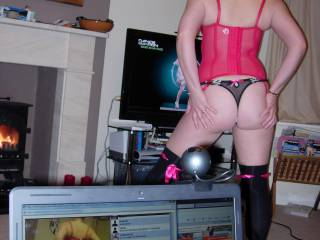 We like doing this too, it looks like cam4, been there many times:) moonme66 there. Oh, and a very HOT ass you have too!