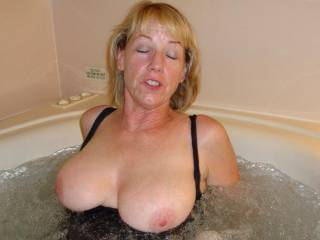 You look super hot mrs:) would love to join you in that tub:)