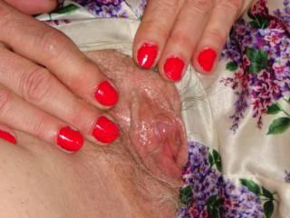 That moist pussy looks so tempting, bet it tastes so good