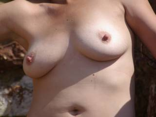 Anyone willing to cum take some outdoor pics of me....?