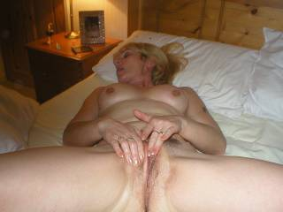 wife is looking for well hung males bi women and cples