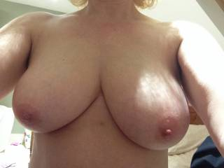 Oh yes💗💗💗💗💗   Id love to caress, kiss, lick and suck on your big beauties 😍😍😍   What a turn on babe xxx