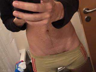 My girl is always telling me she loves the V my body makes near the abs. I guess it looks good :D What do you guys think?
