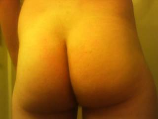 Beautiful bare ass, very playable with!!!