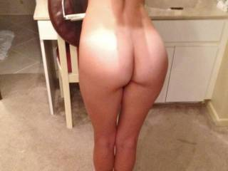showing off some amazingly sexy pics sent to me by an ex...5\'5, fit, gorgeous body...that butt!!!