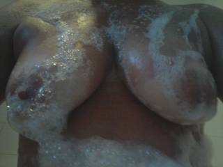Mmmmm I would love to share a sexy bubble bath with you! Rub those bubbles all over your sexy tits!