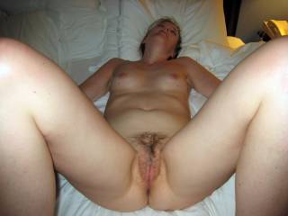GRRR! YUMMIEE!! I would SOO love to get my mouth on your Beautiful pussy and make her squirt all over me!wink