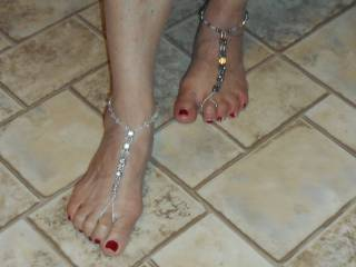 Actually, I do ! It seems to accentuate your sexy feet, and toes !