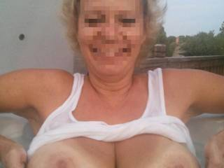 Anybody up for a little boobie flash ?