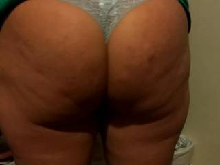 Melissa getting ready for bed fresh out of the shower while i enjoy her sexy big ass.