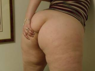 i would bury my tongue deep in ur ass, damn u have  one of the sweetest ass on this sit,e muwah