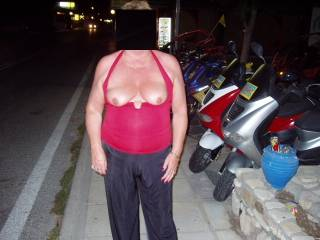 Oh boy... Which real man could resist a girl like that... Such lovely, gorgeously delicious, voluptuously sculptured breasts, such wonderfully tender and inviting nipples ...