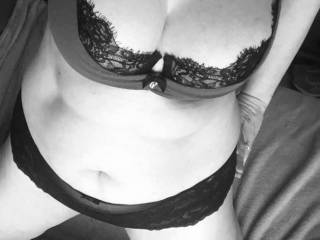 Love black and white  Looking for genuine ppl to cam