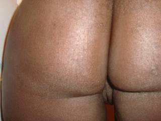 can i spank,lick and bite that fat juicy beautiful ass!