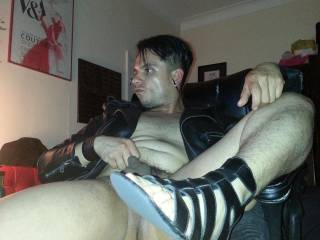 love the smell and taste of sweaty feet and pits and leather!