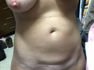Fuck yes that's a perfect body I'm about to cum jacking off right now