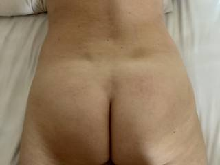 Took it all off to show you my naked ass and back lying in bed for you to enjoy. Hubby said it was one to cum over??!! Hoping so!!