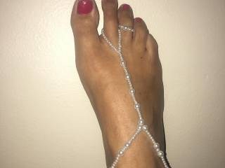 I love foot jewelry. But I want a big white load of cum on my foot. Please