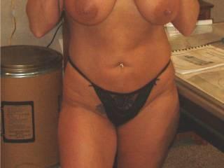 lifting my shirt,showing tits