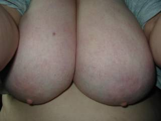 i wish to hold them in my hands while sucking your nipps, bet that you have a nice belly and ass too.