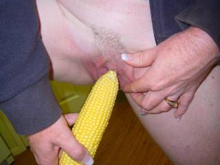 Very kinky, love your choice hmmm, delicious pussy would love to lick you r butter off that corn hmmmm