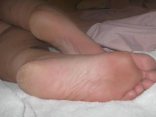 my hubby loves to fuck my feet  eben when they are this dry , cut right?