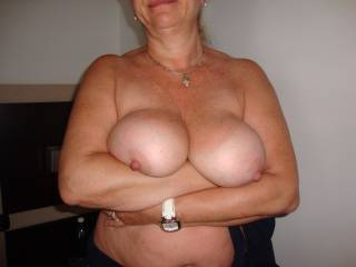Big tits of Maggy, ready for fantastic tits-job !!!!!