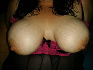 Mmm tug those big nipples and lap them all over, awesome tits