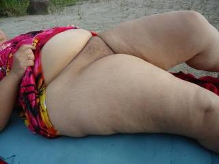 mmm love those thick thighs,pussy and belly! yumm