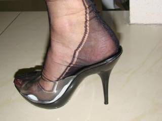 oh yes me too, would love to see my cum running down your ankle