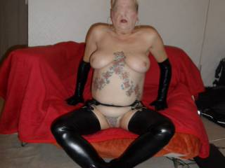 hi all I am starting to get quite wet now and there is a moist patch on the seat cover dirty comments welcome mature couple