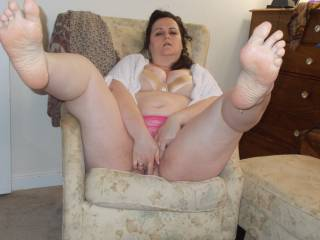So beautiful......love your feet.......and I'm getting so horny....