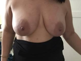 Love her big sexy tits!