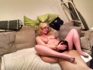 New GF eating her pregnant pussy