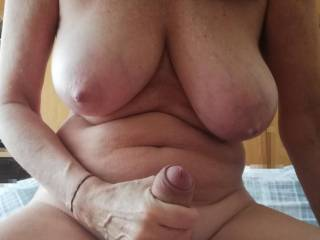 I have a good grip to fuck my wet pussy