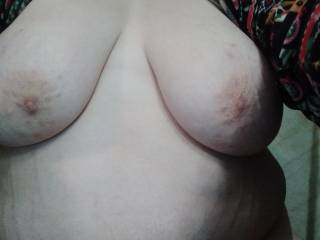 Tig ol bitties sorry just got a new phone and learning about it more hotness to cum