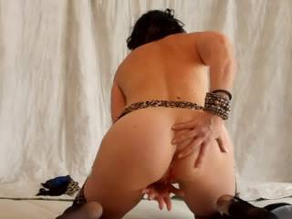 You've got amazing looking ass! Wish i was right behing you to have the chance to slide my hard cock in your hot and wet pussy! Would grab your sexy hips and fuck you hard from behind until you have many orgasms!