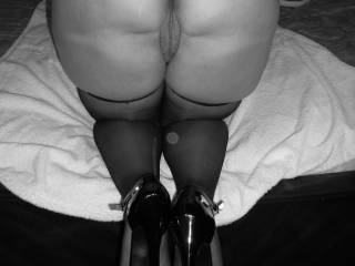 Photos in black and white very beautiful and elegant, and you turn me on... I am very horny...