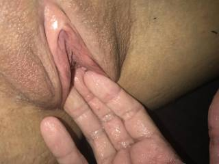 Young and naive wet pussy make her squirt with my long fingers and experience within 30 seconds