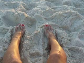 Pretty little toe's at the beach